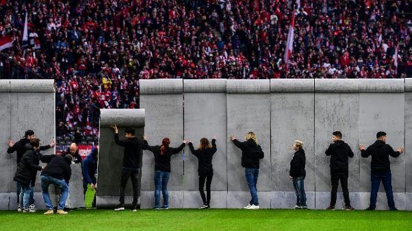 Hertha-Lipsia: 'abbattuto' muro in campo