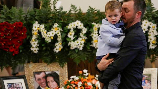 After burying last victims, some in Mexico's breakaway Mormon community head north