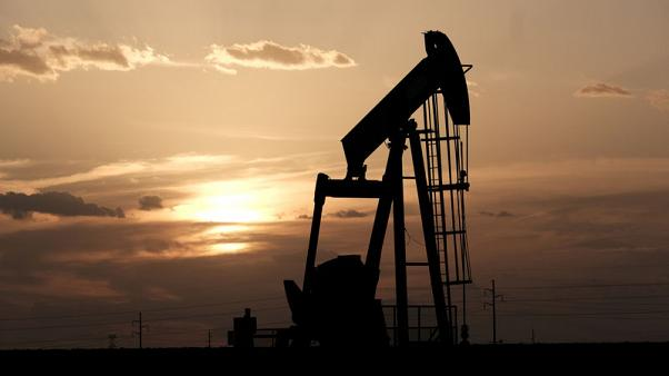 Oil dips for second day on lack of trade talk progress
