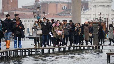 Venezia, l'alta marea si ferma a 127 cm