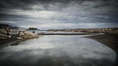 Sospesi collegamento in golfo Napoli