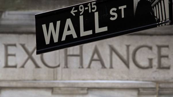 Most Wall Street workers to get slightly smaller bonuses in 2019 - study