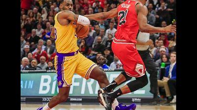 Nba: Lakers dominano con Golden State