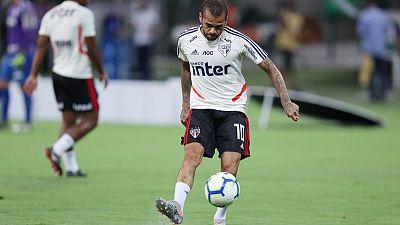 Alves goal secures point for Sao Paulo against Santos