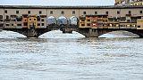 Arno sopra I livello guardia a Firenze