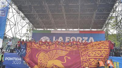 Bandiere leone Venezia in stadio Vicenza