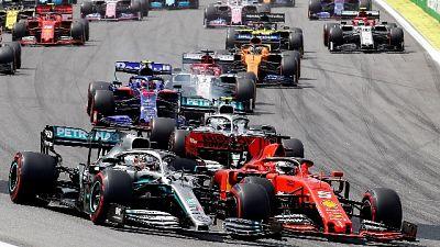 F1: Verstappen al comando a metà gara