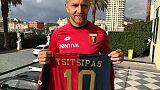 Genoa omaggia il 'rossoblù' Tsitsipas