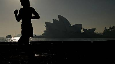 Sydneysiders urged to stay indoors as Australian bushfire smoke blankets city