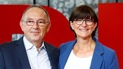 German 'Robin Hood' eyes top SPD job, new deal on Merkel coalition