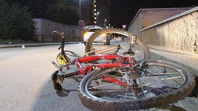 Tampona ciclista e scappa, denunciato