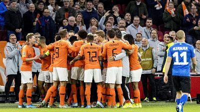 Wijnaldum e De Jong, gol contro razzismo