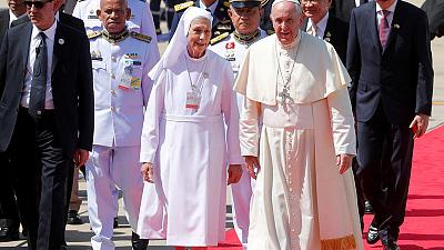 Pope Francis begins visit to Thailand as faithful jostle for selfies