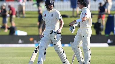 New Zealand rue missed chances as England battle through first day