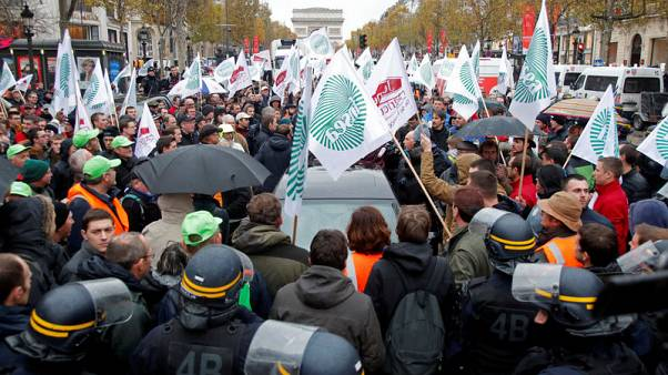 French farmers clog highways to protest at 'agri-bashing'