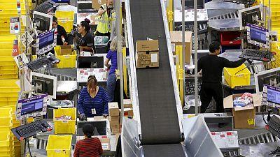 Top U.S. retailers absorb tariff pressure ahead of holiday shopping season