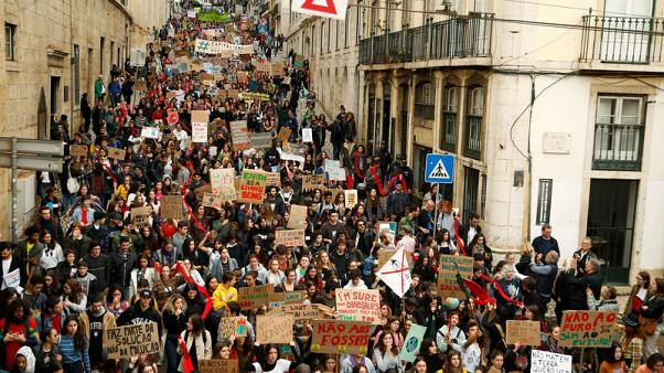 Portugal's students march for climate as Greta visit delayed