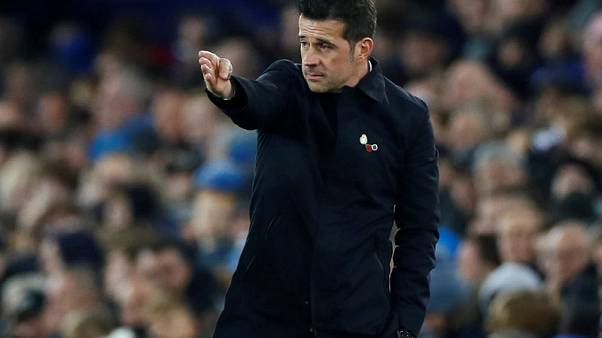 Manager Silva says not facing ultimatum at Everton