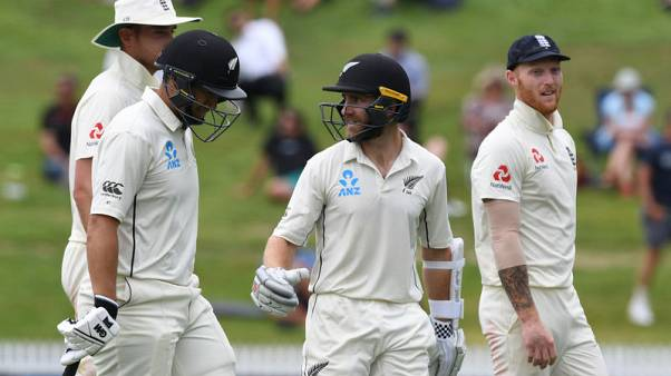 Cricket-England rue dropped catch as NZ reach 211-2 in second test
