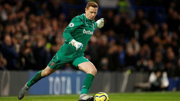 Martin to continue as West Ham keeper as Fabianski nears return