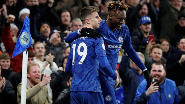 Abraham return helps Chelsea beat Villa