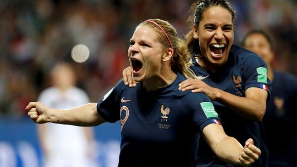 Selection worries spur on Le Sommer as she closes in on greatness