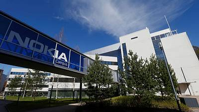 Nokia halts legal action against Daimler with mediation offer