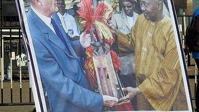 Festival Dogon : Jacques Chirac reçoit les funérailles traditionnelles en sa qualité de « sage Hogon »
