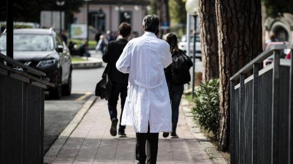Medico assenteista,sequestro 70mila euro