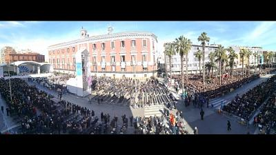 Papa a Bari, 40 mila fedeli a messa