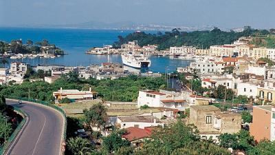Ischia, stop turisti lombardi e veneti