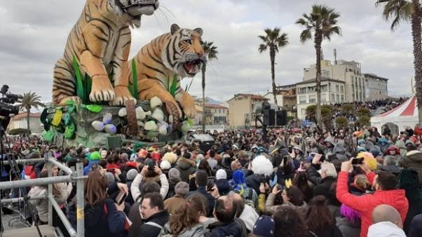 Carnevale Viareggio, folla a 5/o corso