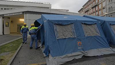 Coronavirus: tende davanti ospedali Fvg