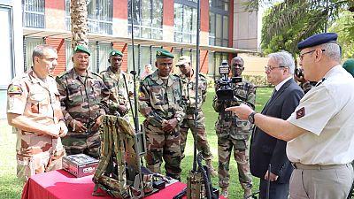 La France fait un don de 80 radios aux unités Forces Armee Malienne (FAMas) du G5 Sahel
