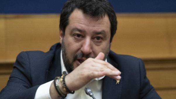 Salvini, serve premier con gli attributi