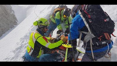 Sciatore ferito, soccorso con funivia