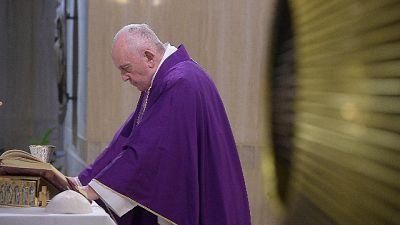 Papa: anche oggi incontri solo a S.Marta