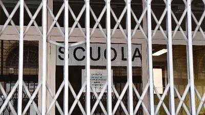 Terzo caso nel Casertano, scuole chiuse