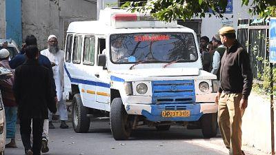 Lodigiani bloccata a Delhi, 2 positivi