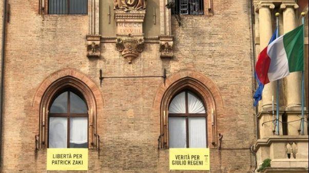 Su Comune Bologna striscione per Zaky