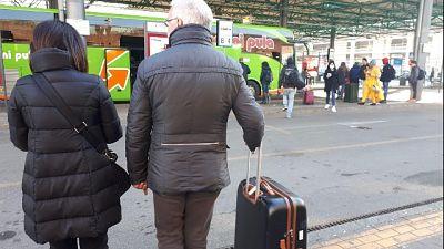 Terminal bus Milano affollato dall'alba