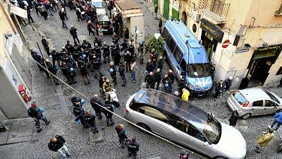 Tensioni a funerale 15enne a Napoli