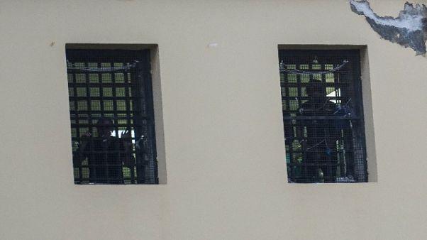 Rivolta a San Vittore, detenuti su tetto