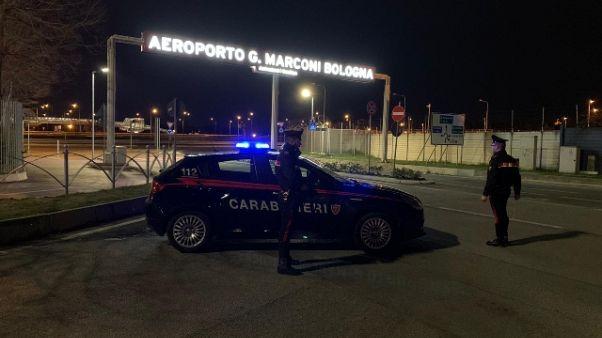 Lasciano Parma per vacanza, denunciati