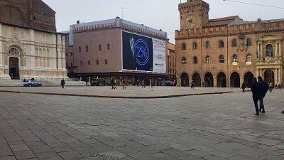 Bologna si sveglia vuota ma non spenta
