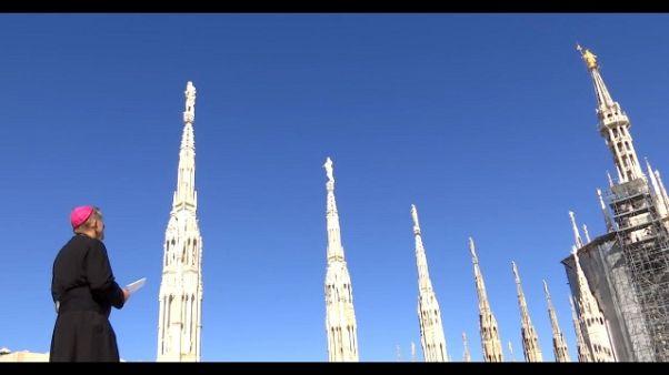 Vescovo Milano prega Madonnina