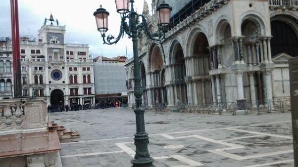 Coronavirus: Venezia, negozi chiusi