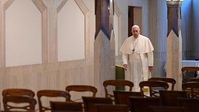 Papa a vescovi, evitate misure drastiche