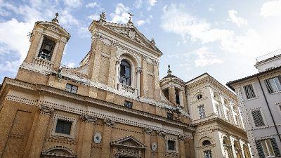 Chiesa Roma 'corregge',parrocchie aperte