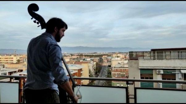 Flash mob sonoro nei balconi di Cagliari